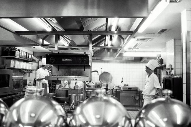 """""""吃货""""横行,商用厨房设备企业充满机遇与挑战"""