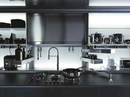 烹调完毕之际,用家可拉下罩子,将未及清理的用具一律遮蔽,以保持厨房