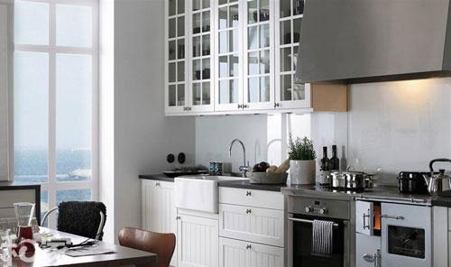 电 格子玻璃门 带着条纹的白色橱柜更具气质,黑色家电让厨房沉稳许多.
