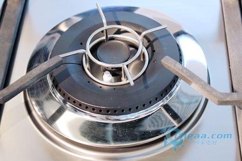 正文  另一方面,伊莱克斯eq61x燃气灶还采用气密无忧系统,全程检测